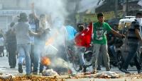 Türk Bayrağı'nı Yakmak İstediler