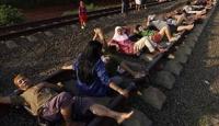 Tren Raylarında Şifa Arıyolar