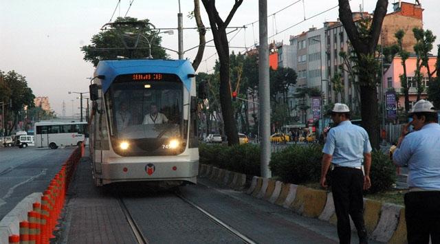 Tramvay Polis Aracına Çarptı: Bir Komiser Öldü