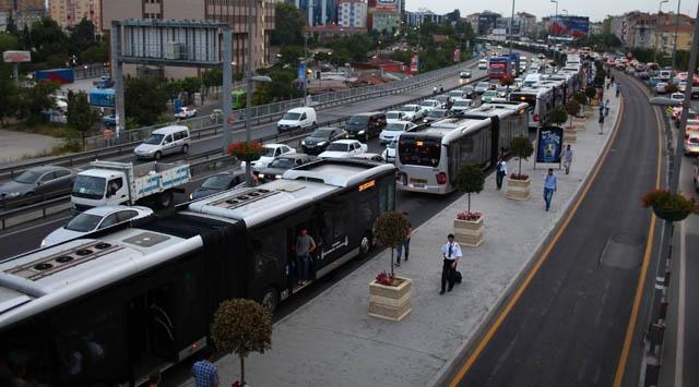 Metrobüs D-100 Karayolundan gidecek