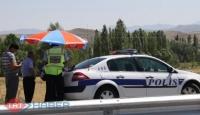 Polisler Çareyi Şemsiyede Buldu