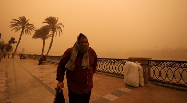 Mısırda kum fırtınası 5 can aldı