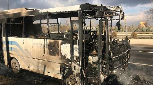Ankarada seyir halindeki özel halk otobüsü alev aldı
