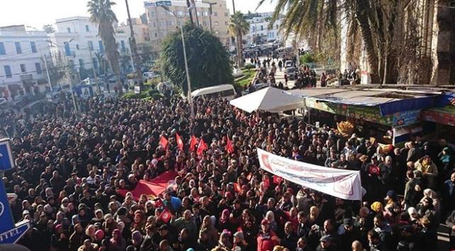 Tunusta 700 binden fazla memur greve gitti