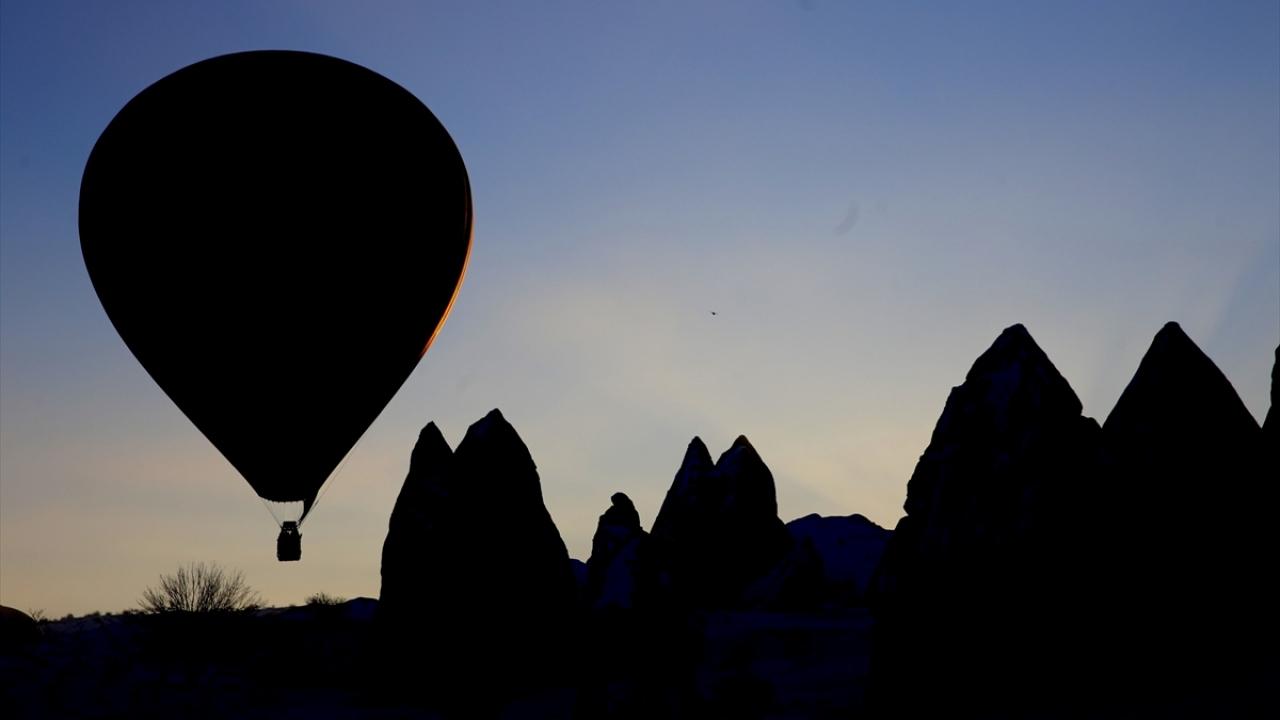 Turistler gökyüzünden izledikleri Kapadokya'ya hayran kaldı