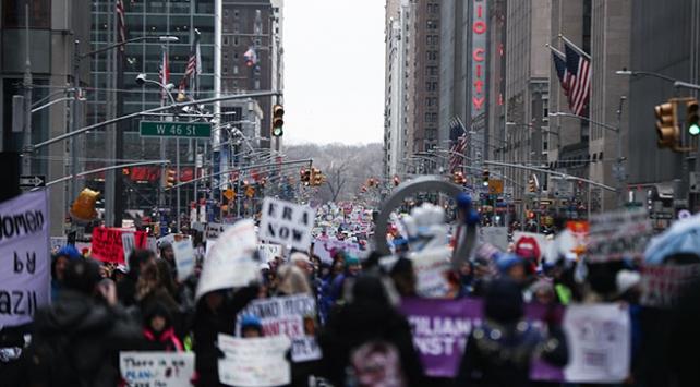 ABDde on binlerce kişi Trumpı protesto etti