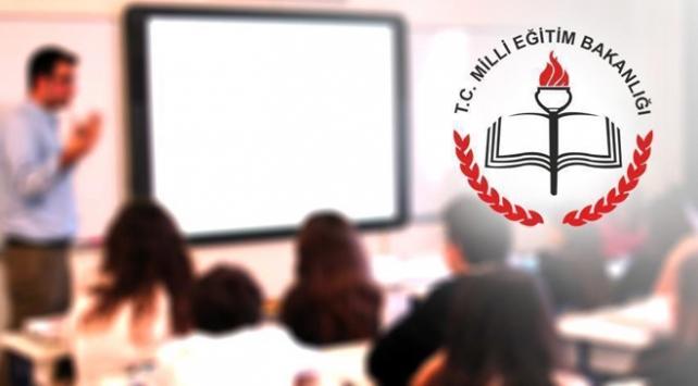 Ortaöğretimde ders sayısı azaltılacak