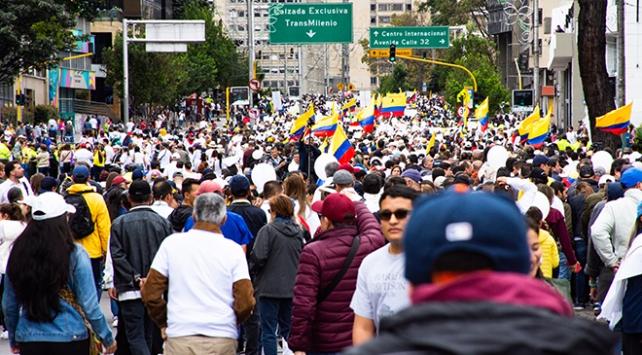 """Kolombiyada """"Teröre Karşı Birlik"""" yürüyüşü"""