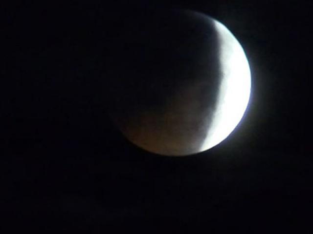 Kanlı Ay tutulması İstanbul'da kısmen izlenebildi