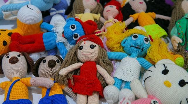 Kanser hastası çocuklar için organik iplerden oyuncak yapıyorlar