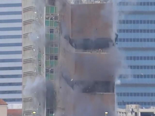 ABD'de 15 katlı binanın kontrollü yıkımı kamerada
