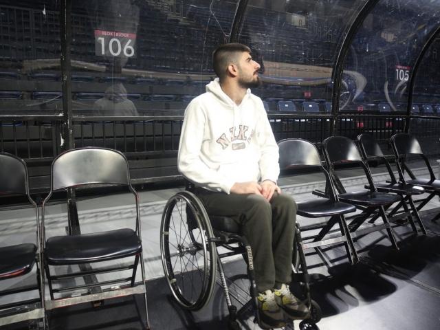 Basketbolcu Muhammed Furkan Uçaş, engeli aşka dönüştürdü