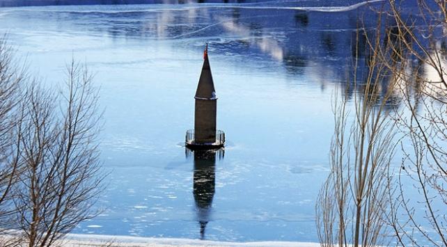 Su seviyesi düşen barajda cami minaresi ortaya çıktı