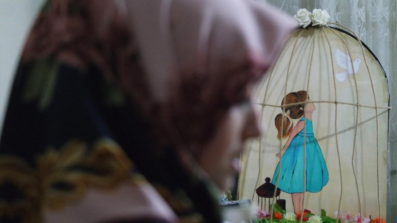 Kas hastası genç kız umutlarını tuvali ve kalemiyle yaşatıyor