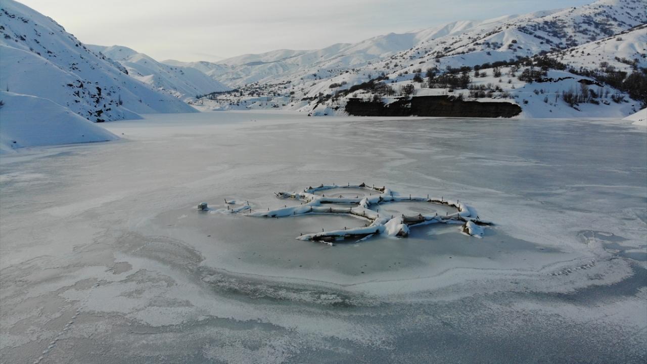 Erzincandaki Göyne Sulama Barajı buz tuttu