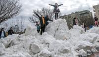 Şanlıurfalı çocuklar Karacadağ'dan gelen karla keyif yaptı