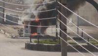 Rakka'da halk, terör örgütü YPG/PKK'ya ait kontrol noktasını ateşe verdi
