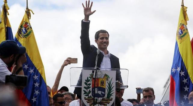 Venezuelada Guaido kendini devlet başkanı ilan etti