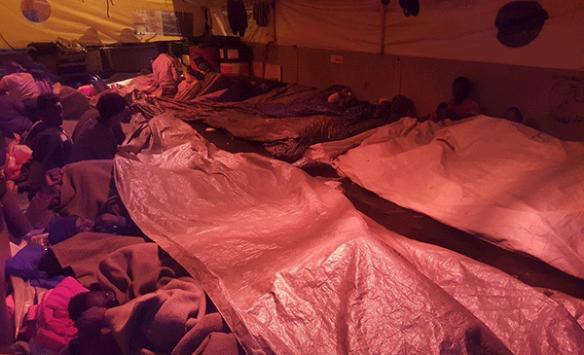 Akdenizde kurtarılan göçmenler Libyaya dönmek istemiyor