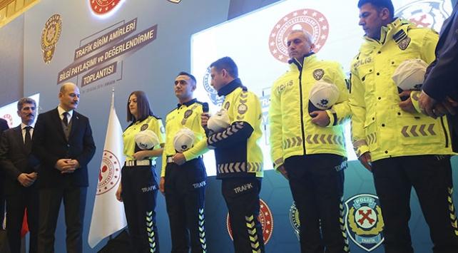 cda3113cfef1b Trafik polislerinin yeni kıyafetleri tanıtıldı