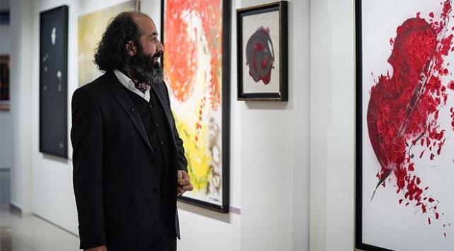 """""""Sanatçı imam"""" mesajlarını tuvale yansıtıyor"""