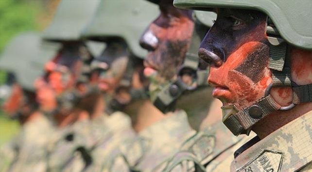 Milli Savunma Bakanı Akardan astsubaylara müjde