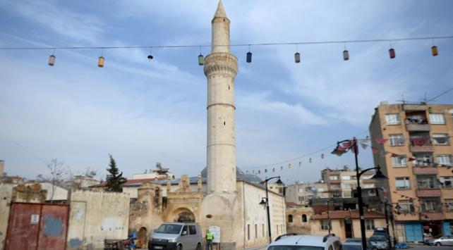 Terör saldırısında zarar gören tarihi cami ibadete açıldı