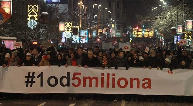Sırbistanda hükümet karşıtı gösteriler sürüyor