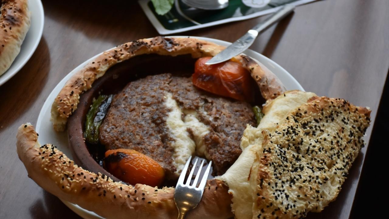Gastronomi kentinin yeni lezzeti: Kiremitte lavaş kebabı