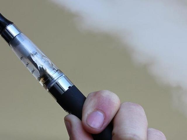 Elektronik sigara içenler de zehir soluyor