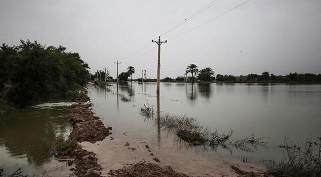 İranda baraj kapaklarının açılmasıyla 300 köyü su bastı