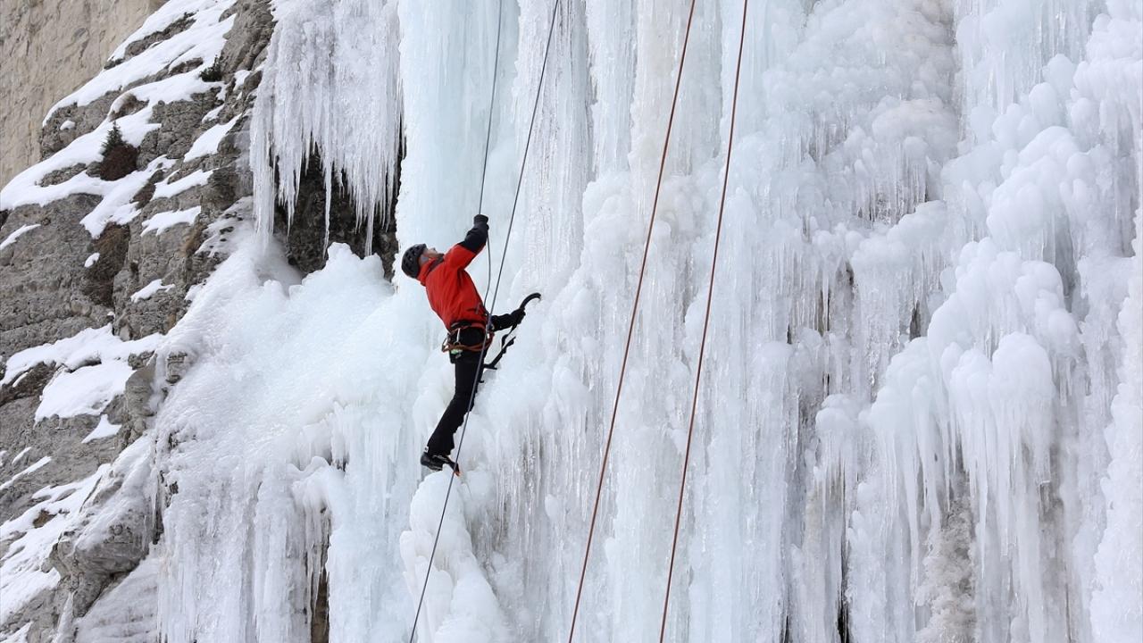Erzurumdaki uluslararası buz tırmanış festivali başladı