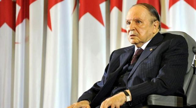 Cezayirde Cumhurbaşkanı Buteflika 5. kez aday gösterildi