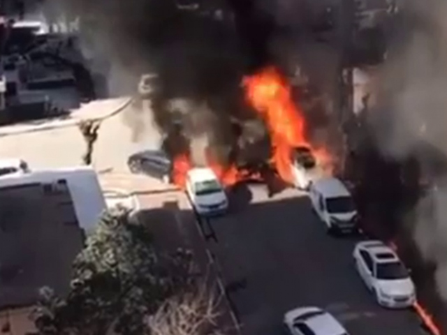 Şanlıurfada elektrik trafosu patladı, araçlar küle döndü