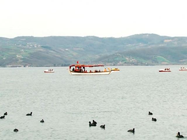 Ziyaretçiler Sapancada göl manzarasının tadını çıkardı