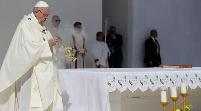Papa Franciscus BAEde düzenlenen ilk ayini yönetti