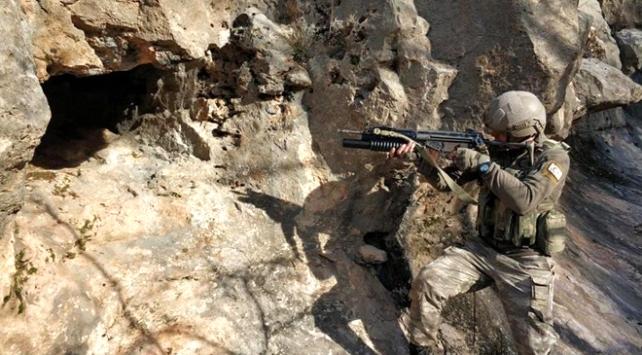 Diyarbakırda teröristlerin kullandığı 7 sığınak imha edildi