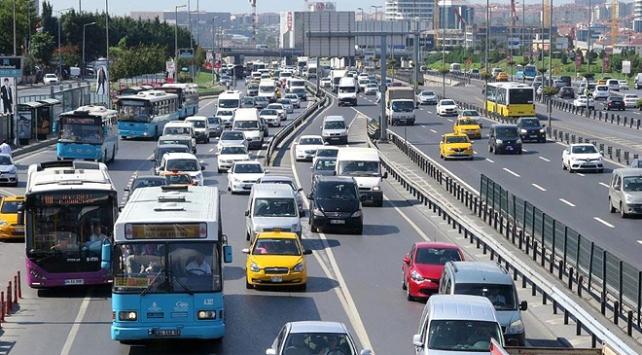 Türkiyede yaklaşık 4 kişiye bir araç düşüyor