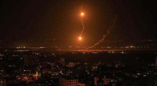 İsrailden Gazzeye topçu ateşi