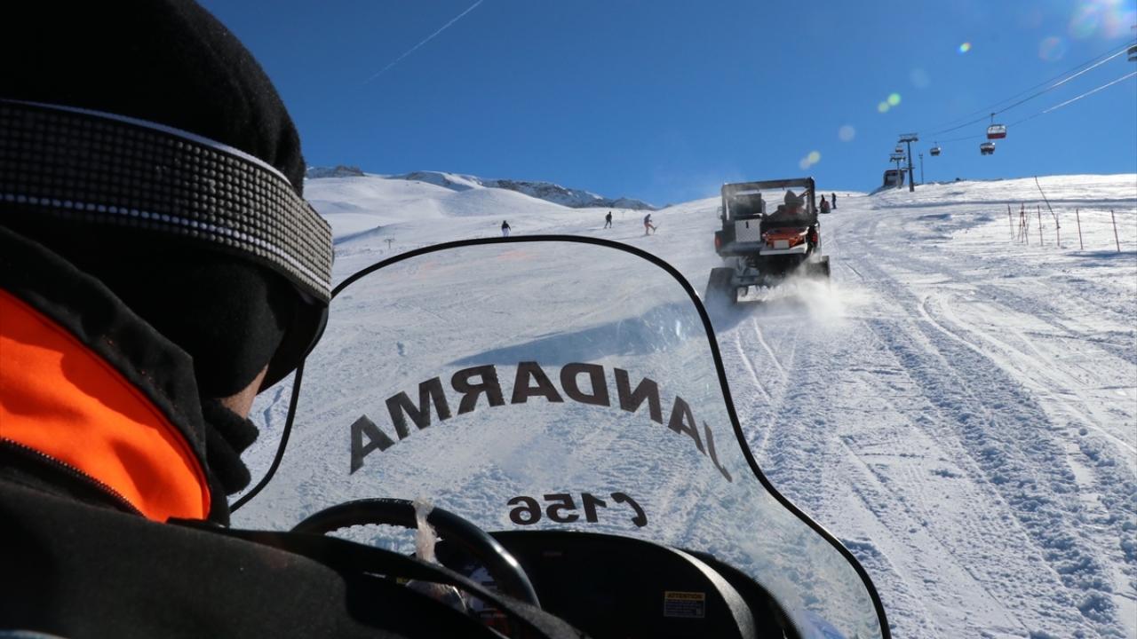 Kayak tutkunlarının huzur ve güvenliği Mehmetçike emanet