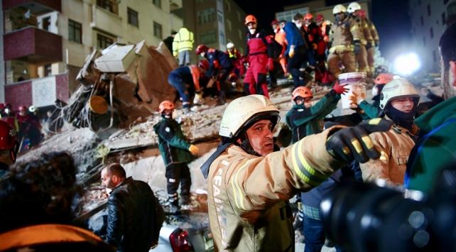 Kartalda çöken binada kurtarma çalışmaları devam ediyor