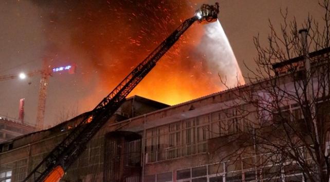 Kağıthanede tekstil atölyesinde yangın