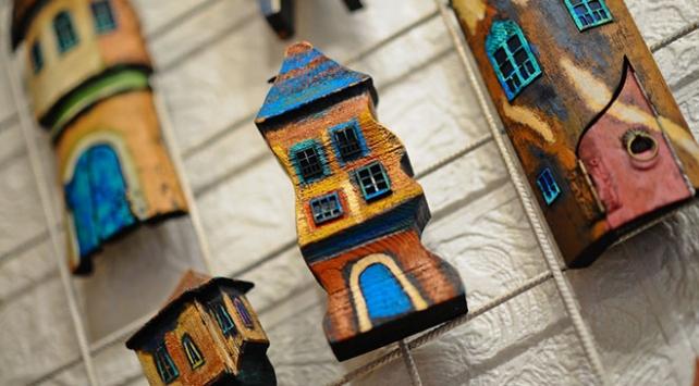 Geleneksel Bosna evlerini renkli maketlerde yaşatıyor
