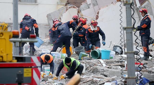 Kartalda çöken binada hayatını kaybedenlerin sayısı 17 oldu