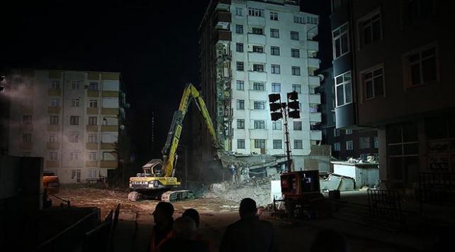 Kartalda riskli binalardan ilkinin yıkımına başlandı