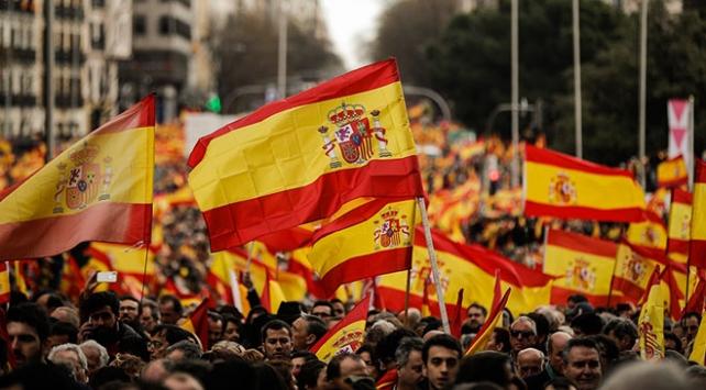 """İspanyol sağından """"hemen erken seçim"""" gösterisi"""