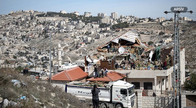 İsrail güçleri Batı Şeriada Filistinli ailenin evini yıktı