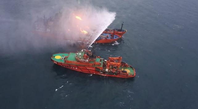 Kerç boğazında yanan gemiler 22 gündür söndürülemedi