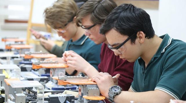"""""""Tasarım Beceri Atölyeleri"""" için öğretmenlere eğitim"""
