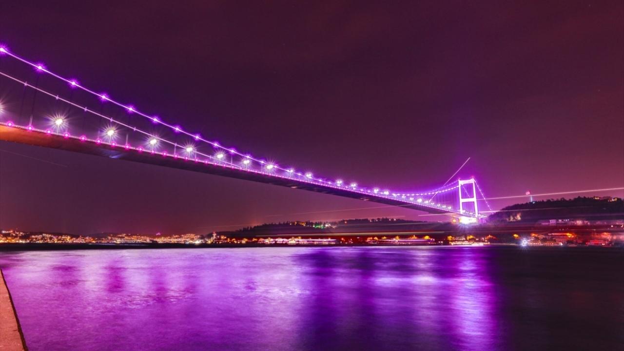 İstanbulda köprüler epilepsiye dikkati çekmek için mora büründü